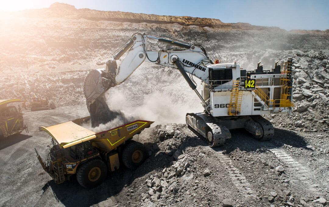 Liebherr: R 9600 Mining Excavator Launch Video